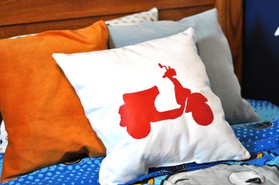DIY Freezer Paper Stencil Pillow