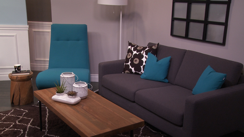 M&M_S04E02_Kelly Penuita_Mixed Living Room Decor 2