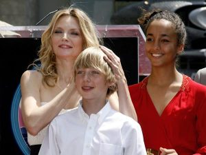 Actress Michelle Pfeiffer (L) poses with her son John (C) and daughter Claudia after Pfeiffer's star was unveiled on the Hollywood Walk of Fame during ceremonies in Hollywood, California, August 6, 2007. Pfeiffer adopted daughter Claudia before her marriage to writer David E. Kelley. REUTERS/Fred Prouser (UNITED STATES) - RTR1SKKA