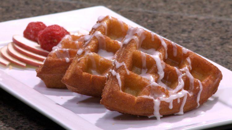M&M_S04E09_Apple Fritter Waffles 4