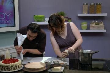 M&M_S04E11_Chef Fern_Cake Decorating Tips 4