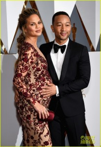 HOLLYWOOD, CA - FEBRUARY 28: Model Chrissy Teigen and musician John Legend attend the 88th Annual Academy Awards at Hollywood & Highland Center on February 28, 2016 in Hollywood, California. (Photo by Ethan Miller/Getty Images)