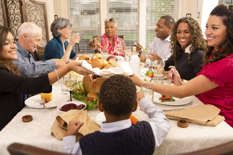 , Games to Play With Your Family at Thanksgiving Dinner