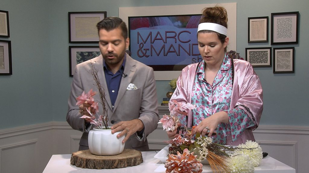 mm_s06e10_thanksgiving-centrepiece-2