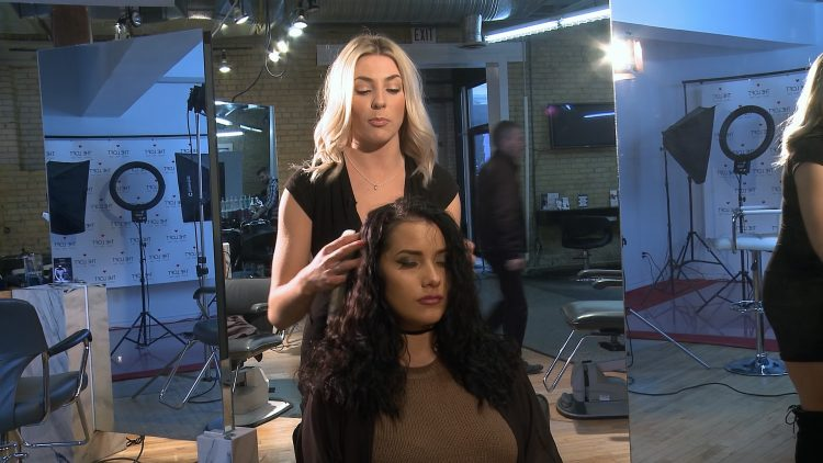 USA_0101EGH_The Loft Hair Tip_Lindsay_Beach Wave