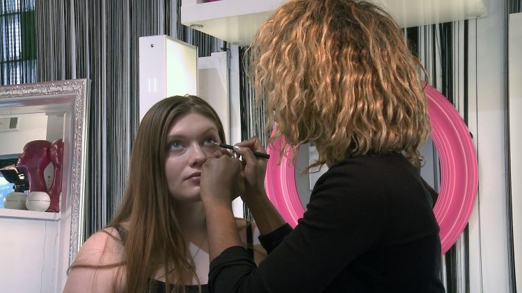 USA_0116EGH_Amanda De Roy_How To Create Bigger Eyes