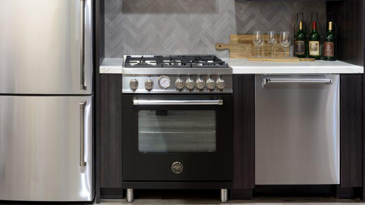 M&M_S13E04_Christine Da Costa_Distinctive Appliances_Black Kitchen Trends