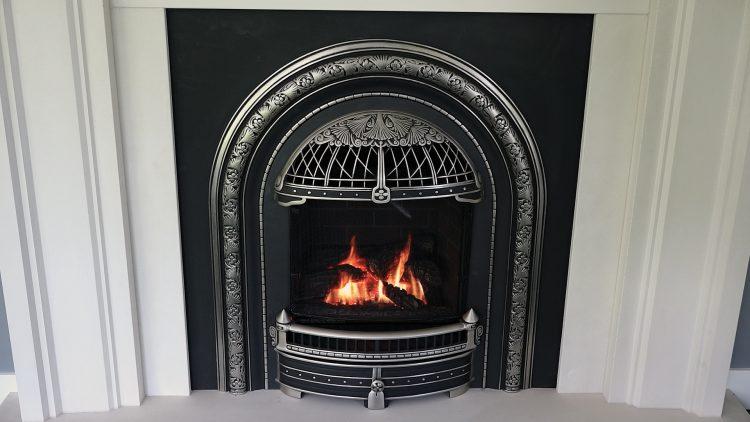 M&M_S13E12_Karla Dreyer & Daniel Miles_Windsor Arch Fireplace