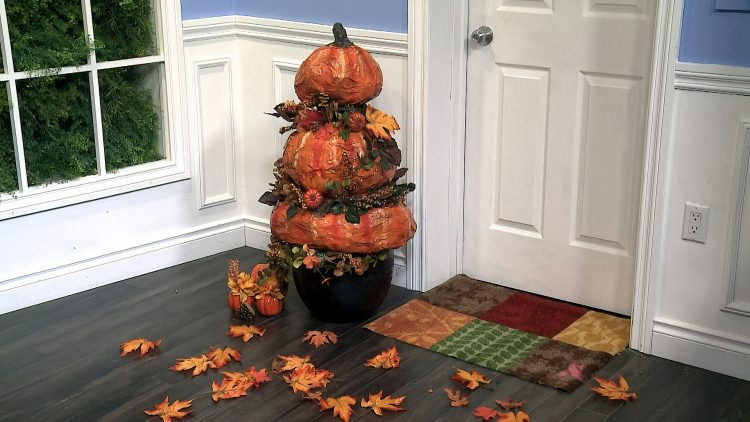 M&M_S14E06_Paper Mache Door Pumpkins DIY