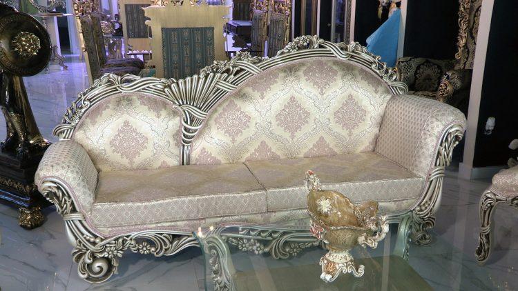 M&M_S15E12_Holly Nimens & Saeed Manochehry_PHD Living Room Set