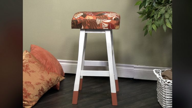 M&M_S16E06_DIY Stool Cover