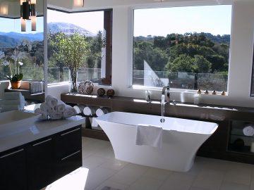 M&M_S16E06_Mickey Fabbiano_Hot Bathroom Trends