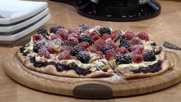M&M_S17E05_Dessert Pizza