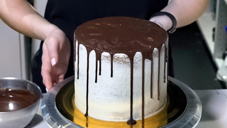 M&M_S18E01_Katie Linley_Chocolate Drip Technique
