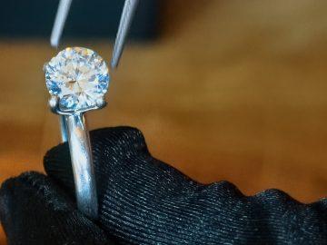 M&M_S21E03_Lindsay Jones_Advice On Buying Engagement Rings
