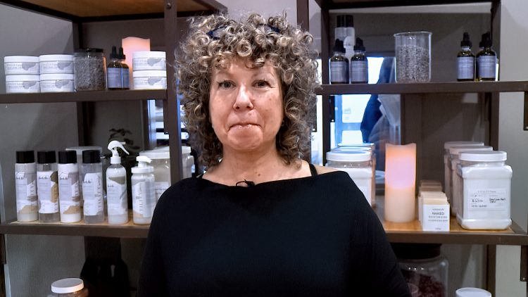 M&M_S21E07_Kim Dykstra_Using Silicon Products With Curly Hair