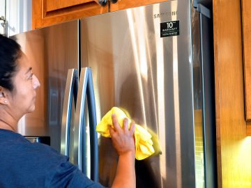 M&M_S21E12_Sonia Ventura_Stainless Steel Appliance Cleaning Hack
