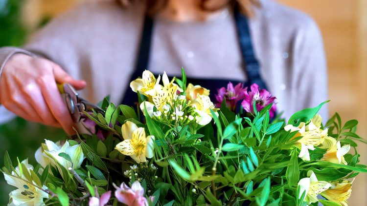 M&M_S23E12_Kim Edwards_Floral Trends