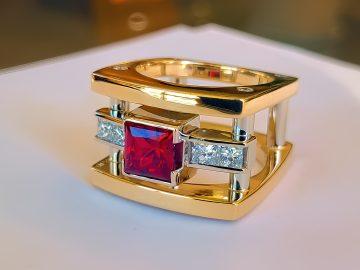 M&M_S24E08_John Watson_Men's Jewellery