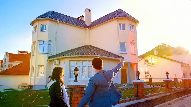 M&M_S25E06_Bryan & Sarah Baeumler_Advice on Flipping Homes