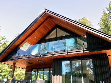 M&M_S25E07_Jennifer MacDonald & Vanessa Konn_Sprout Lake Cabin Home Tour